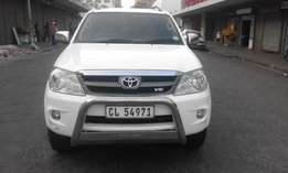 2006 Toyota fortuner 4.0 V6 white in color auto 166000km