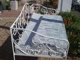 Rustic daybed R4000