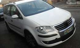 Selling 2007 Volkswagen Touran 145000 Kilometers