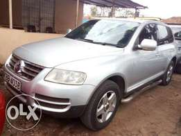 Quick Sale Volkswagen Toureg at 999k