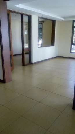 Awesome 3 bedroomed apartment on Riverside Kilimani - image 7