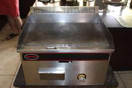 Flat plate gas griller in excellent condition. R2500 neg