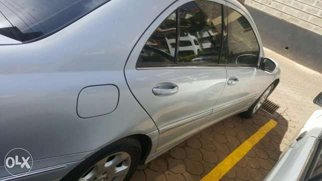 Mercedes Benz C200 for 1.2m . quick sale Muthini Estate - image 4