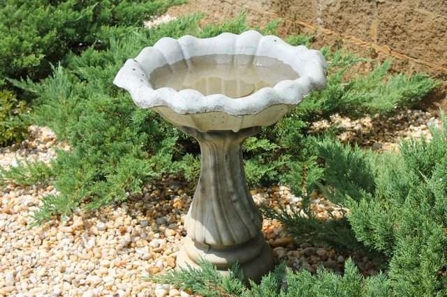 Wanted : Old concrete garden products Pellissier - image 3