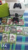 Xbox 360 4GB + 2 controllers+ 8 games