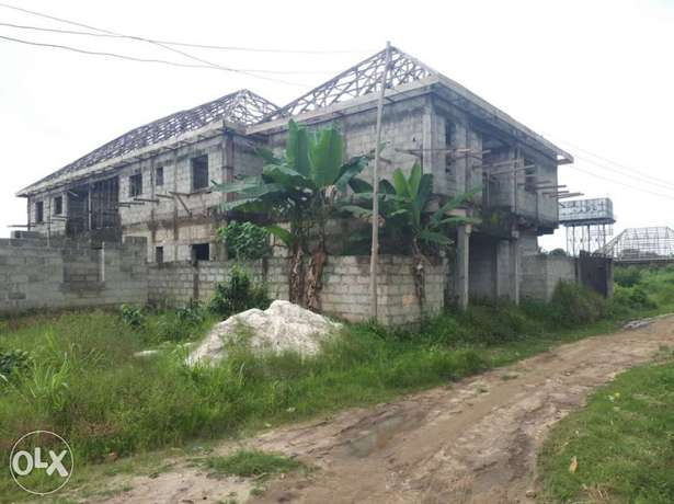 Uncompleted:5units of 2,brdum with shops by pH airport Omagwa Omagwa - image 1