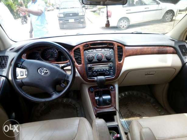 Toyota Highlander 2003 Model Very Clean Naija Used Perfectly Condition Ikeja - image 4