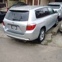 Super sharp 2009 full option Lagos cleared toks Toyota highlander 3row