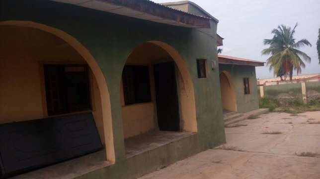 Twin flat (3 Bedroom flat each) with 2 Room and parlor self con Ilorin West - image 2