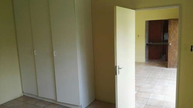 Bachelor flat for rent Witfield - image 1
