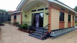 Pinky 4 bedroom house for rent in Seeta-Kiwafu at 550k
