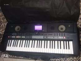 Uk used Yamaha PSR S650 portable 61 key wokstation for sale