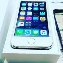Iphone 5s stunning condition. Scratchless
