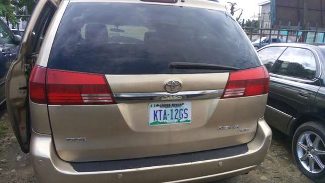 Toyota sienna 2006 model available for sale Calabar - image 7