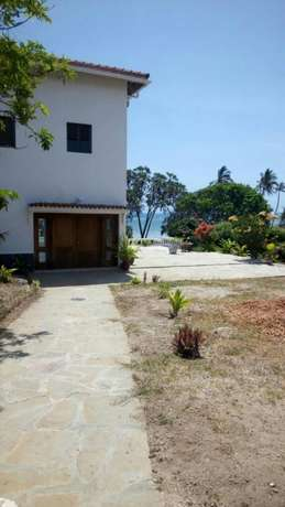 4 acre land Likoni - image 3