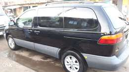 Clean Tokunbo 2000 Toyota Sienna XLE Leather