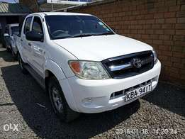 Toyota hilux dcab 4wd 3.0L non turbo 2007 model very clean