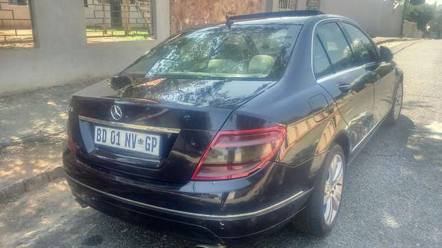 Mercedes Benz C320 d auto leather R135000 Kensington - image 3