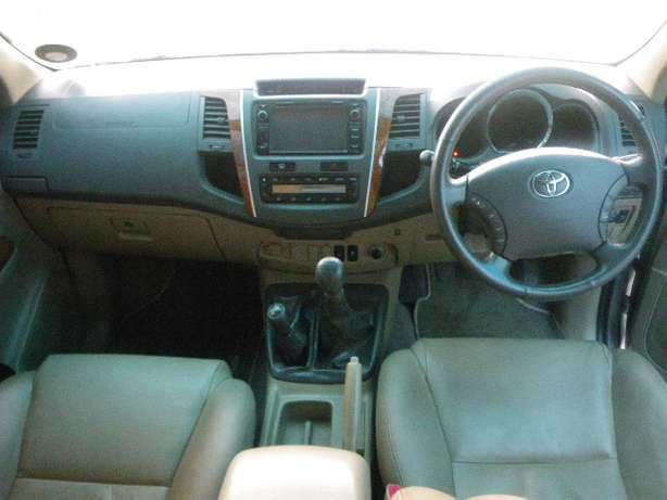 2011 Toyota Fortuner 3.0 D4D 4X4 7 Seater for R249990 Springfield - image 7
