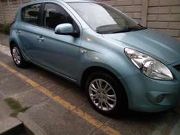 Lady used 2010 Hyundai i20, 1.6 Engine in an excellent condition