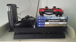 Ps4 for sale with 3 games 2 controllers