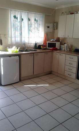 Modern two bedroom townhouse - VERY SMALL COMPLEX. Jeffreys Bay - image 3