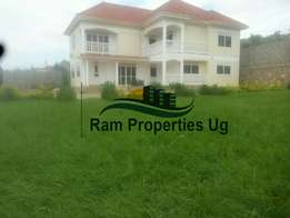 Muyenga Stand alone. 5 bedrooms all self contained. At $2000 negotiab