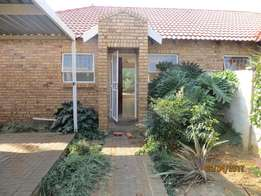 2 Bedroom townhouse to let in Langenhovenpark