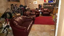 Large Full Leather Lounge Suite In Excellent Condition!! (2x 2-Seaters