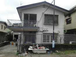 Block of 4 Flats of 3 Bedroom Flat (Almost Vacant) For Sale