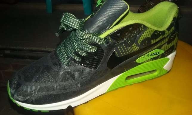 Nike Air Max Sneakers (Green & Black Design) Lagos Mainland - image 3