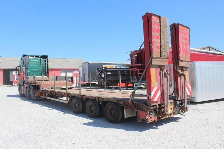 Goldhofer 3 akslet maskintrailer m/udtræk - 2006
