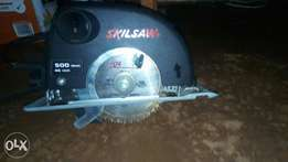 Round electric skillsaw