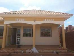 Kisaasi 2 bedroom house with 2toilets at 700k