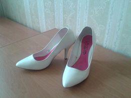 Лакированные белые туфли-лодочки Peacocs на удобном каблуке f3294bc53c983