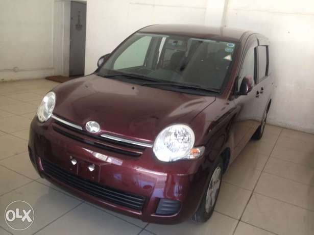 Toyota sienta maroon colour fully loaded kcp 2011 model Timbwani - image 2