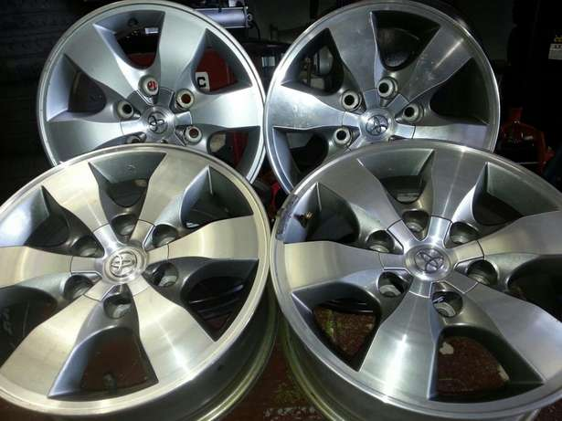 Fortuner mags 16 inch with centre caps on sale Pretoria West - image 2
