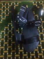 Black ring leather sandal