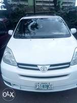 Toyota Sienna 2005 (Limited) 9months used
