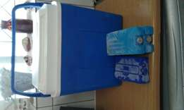 Cool box,ice blocks and 3 cooler bags