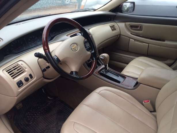 Super clean Nigeria used Toyota Avalon 2004 model. Agege - image 5