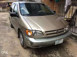 Very sound toyota sienna 2002 for quick sales