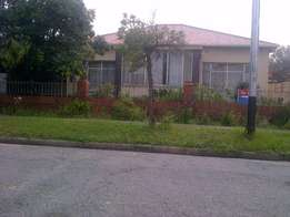 3Bedrooms House for Rent in Rossettenville Ext.