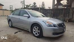 Foreign used Nissan altima very clean