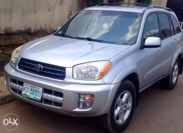 clean used Toyota RAV4 for sale Ikeja - image 3
