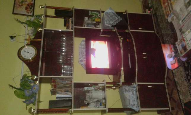 wall unit for sell Tudor - image 4