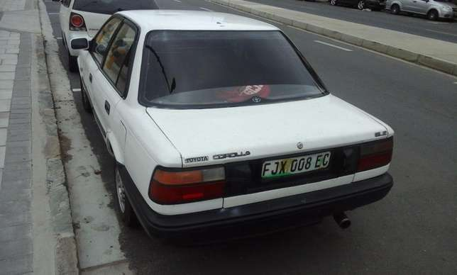 Toyota Corolla GLE 1.6i East London - image 3