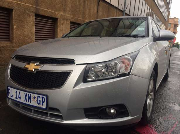 2011 Chevrolet Cruze 1.6 silver in color. Wolhuter - image 2
