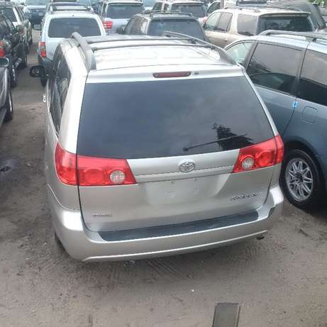 Toyota Sienna 2007 LE. Direct tokunbo Apapa - image 1