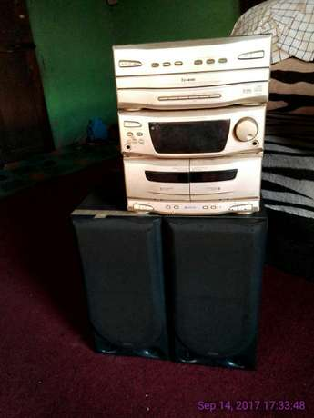 Powerful deck with 2 surround bass speaker for sell Abeokuta South - image 1